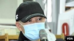 被捕12港人李子賢父親表示,收到兒子親筆信要求家人委託律師承認在香港的罪行, 認為信中內容有可疑。 (美國之音特約記者 湯惠芸拍攝 )