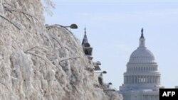 Trận tuyết mới chắc chắn sẽ gây trở ngại cho việc dọn sạch tuyết ở thủ đô và nhiều nơi của 6 bang lân cận
