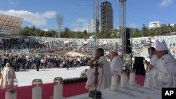 Papa Franja drži misu na stadionu u Tbilisiju u Gruziji