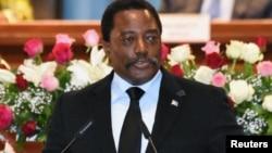 Le président Joseph Kabila prononce un discours devant le Congrès au Palais du Peuple à Kinshasa, RDC, 5 avril 2017.