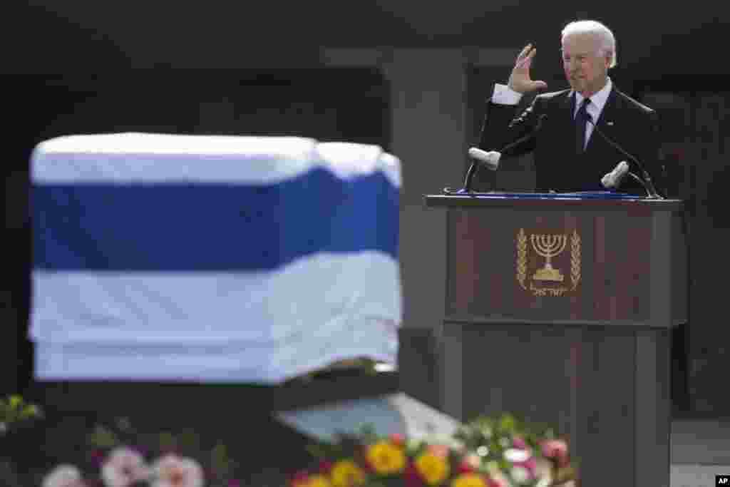 Вице-президент США Джозеф Байден на церемонии прощания