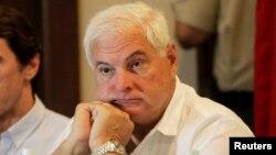 Martinelli está detenido en Miami desde el 12 de junio a raíz de un pedido oficial de las autoridades panameñas, para que regrese a responder por cargos que incluyen monitorear ilegalmente conversaciones telefónicas.
