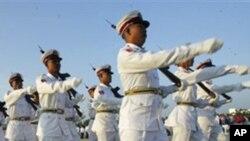 시가행진을 벌이는 버마 군