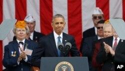 Tổng thống Barack Obama phát biểu trong ngày Cựu chiến binh Quốc gia lần thứ 63, ngày 11 tháng 11 năm 2016, tại Nghĩa trang Quốc gia Arlington, ở Arlington, bang Virginia.