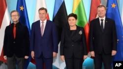 Estonian Ambassador to Poland Harri Tiido, left, and Prime Ministers from Latvia Maris Kucinskis, second left , Poland Beata Szydlo and Lithuania Saulius Skvernelis, right, pose for a photo prior to talks in Warsaw, Poland, Sept. 5, 2017.