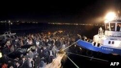 Nhiều nước phối hợp hoạt động vận tải hàng không, đường bộ và đường biển để đưa công dân nước mình ra khỏi Libya