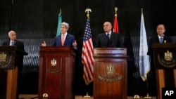 U.S. Secretary of State John Kerry with Secretary-General of the Arab League Nabil al-Araby, far left, Egypt's Foreign Minister Sameh Shukri, second right, and U.N. Secretary-General Ban Ki-moon, speaks at a hotel in Cairo, Egypt, July 25, 2014