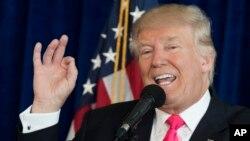 Ứng viên đảng Cộng hòa tranh cử Tổng thống Donald Trump phát biểu trong một buổi họp báo tại sân golf Trump National Doral, Florida, ngày 27 tháng 7 năm 2016.