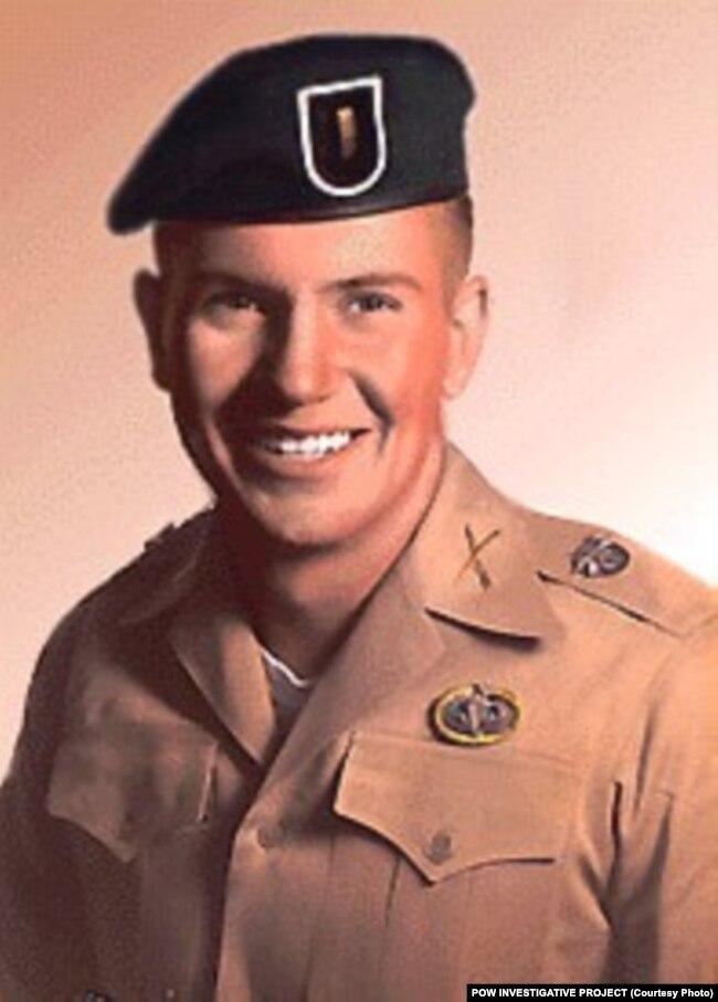 Đại úy không quân John McDonnell.