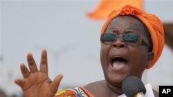 Isabelle Ameganvi, salah seorang pimpinan kelompok aktivis perempuan Togo mengimbau kaum perempuan agar melakukan aksi mogok seks terhadap suami mereka untuk mendorong kaum lelaki agar bertindak menentang Presiden Faure Gnassingbé (foto. 25/8/2012).