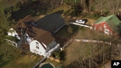 The Clintons purchased their residence in Chappaqua, N.Y., in late 1999.