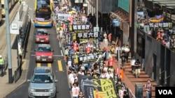 香港支联会举行纪念六四大游行 (美国之音/海彦 )