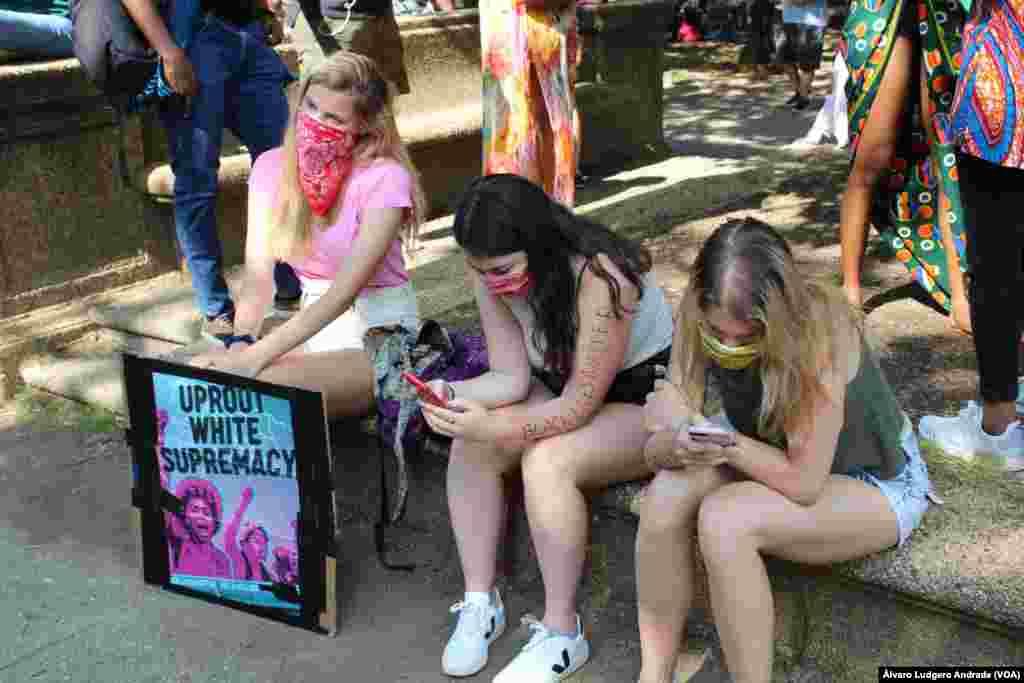 Jovens na manifestação da diáspora africana pelo movimento Black Lives Matter, no Parque Malcom X. 14 junho 2020