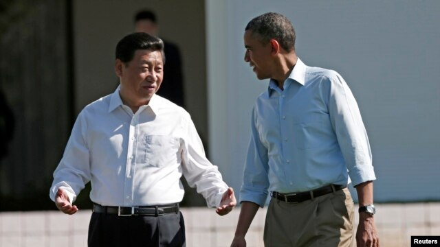 U.S. President Barack Obama (R) and Chinese President Xi Jinping walk the grounds at The Annenberg Retreat at Sunnylands in Rancho Mirage, California Jun. 8, 2013.