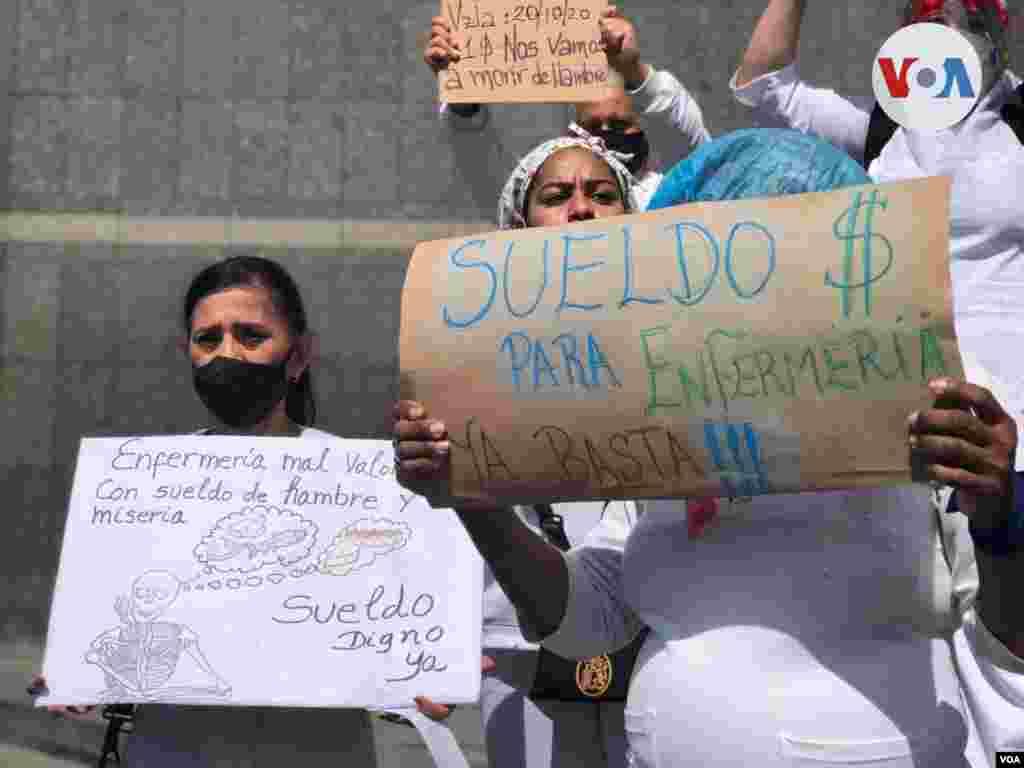 A pesar de que el bolívar sigue siendo la moneda oficial, especialistas estiman la dolarización está entre el 60% y 70%. Foto: Álvaro Algarra, VOA.