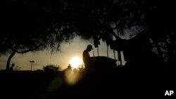 Miles de migrantes centroamericanos esperan en la frontera entre México y Estados Unidos para poder solicitar asilo.
