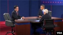 Shugaba Obama da abokin takararsa Mitt Romney a wani zaman muhawara da suka yi.