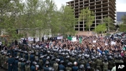 Iranian demonstrators chant slogans in front of the Saudi Embassy in Tehran to protest alleged abuse of two male Iranian pilgrims in Saudi Arabia, April 11, 2015.