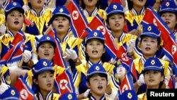 釜山亚运会上朝鲜女子为朝鲜篮球队欢呼助阵。