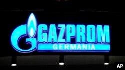 Ukraina berhutang 1,5 milyar dolar lebih kepada perusahaan gas Rusia, Gazprom (Foto: logo Gazprom).