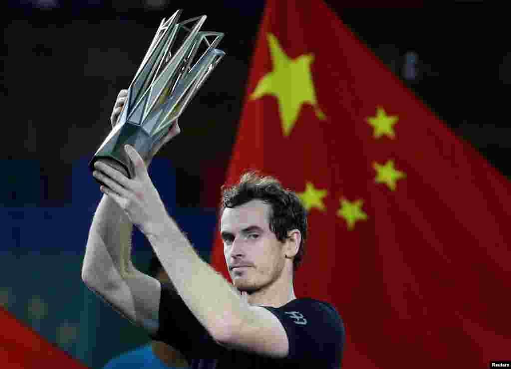 اندی ماری، تنیسور بریتانیائی، قهرمان مسابقات مسترز شانگهای شد. ماری در فینال این مسابقات با غلبه بر روبرتو باتیستای اسپانیایی، جام قهرمانی رقابتهای شانگهای چین را از آن خود کرد.