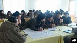 WFP가 지난 2월 함흥에서 개최한 연수회에 참가한 북한 식품공장 관계자들.