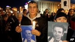 Активісти під час вшанування пам'яті журналіста Георгія Гонгадзе