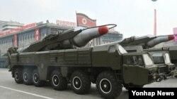 2010년 10월 평양 김일성광장에서 열린 조선노동당 창건 65주년 기념 열병식에 등장한 '무수단' 추정 미사일.