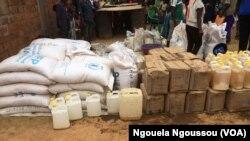 Des vivres destinés aux déplacés du Pool à Kimouanda, le 2 septembre 2017/ (VOA/Ngouela Ngoussou)