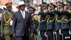 Président Yoweri Museveni ya Ouganda na Luanda, Angola, 12 juillet 2019.