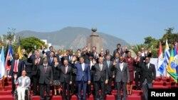 El presidente de Ecuador, Rafael Correa, entregó la presidencia del foro regional al presidente de República Dominicana, Danilo Medina.