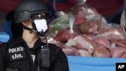 Policeman guards methamphetamine seizure, Ayutthaya province, Thailand, June 2010 (file photo).