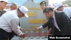 Lễ đặt viên đá đầu tiên khởi công xây Khu tưởng niệm Nghĩa sĩ Hoàng Sa' trên đảo Lý Sơn ở Quảng Ngãi