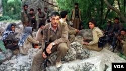 Para pemberontak Kurdi beristirahat di pegunungan di Irak utara (foto: dok).