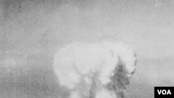 Amerika Serikat mengebom Hiroshima pada tanggal 6 Agustus 1945. Tiga hari kemudian AS menjatuhkan sebuah bom atom lain di atas kota Nagasaki.