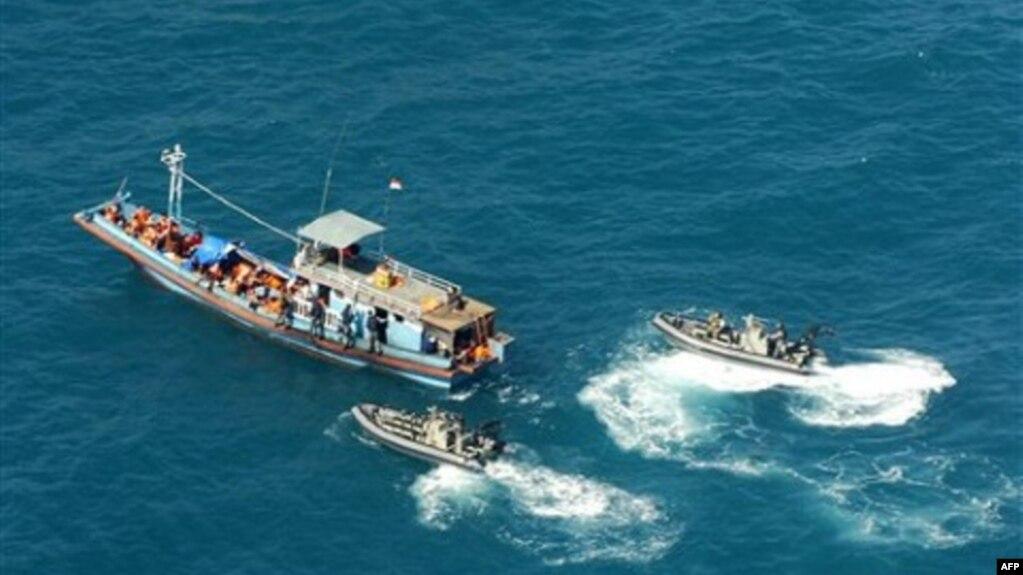 Kết quả hình ảnh cho chính phủ Úc siết chặt visa với người tị nạn