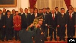 Jenderal Badrodin Haiti diambil sumpah sebagai Kapolri di Istana Negara Jakarta (17/4). (VOA/Andylala Waluyo)