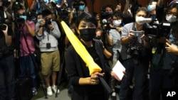 2020年11月12日民主派政治人物孟梦静在香港立法会递交辞职信。