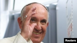 Paus Fransiskus tiba di Roma dari Asuncion, Paraguay (13/7).