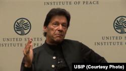 وزیرِ اعظم عمران خان واشنگٹن میں یونائیٹڈ اسٹیٹ انسٹی ٹیوٹ آف پیس میں گفتگو کرتے ہوئے۔ 23 جولائی 2019