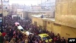 Prizor sa sahrane jednog od poginulih demonstranata u Siriji