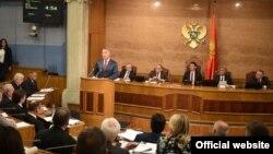 Crnogorski premijer Milo Đukanović u Skupštini Crne Gore (gov.me)