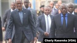 Paul Kagame et Joseph Kabila, à Rubavu au Rwanda, le 12 aout 2016 (VOA/Charly Kasereka)