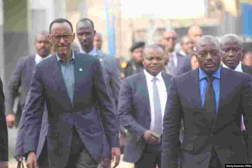 Paul Kagame et le président congolais Joseph Kabila, à Rubavu au Rwanda, le 12 août 2016 (VOA/Charly Kasereka).