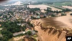 Almanya'da kısa süre önce etkili olan sel felaketi