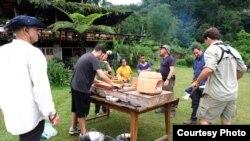 """Suasana syuting acara televisi """"Uncharted"""" di Sumatra Utara (dok: William Wongso)"""