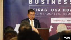Wapres RI Jusuf Kalla berbicara pada forum bisnis yang digelarAmerican Indonesian Chamber of Commerce(AICC) di New York, AS, Rabu 25/9. (Foto: VOA/Metrini)