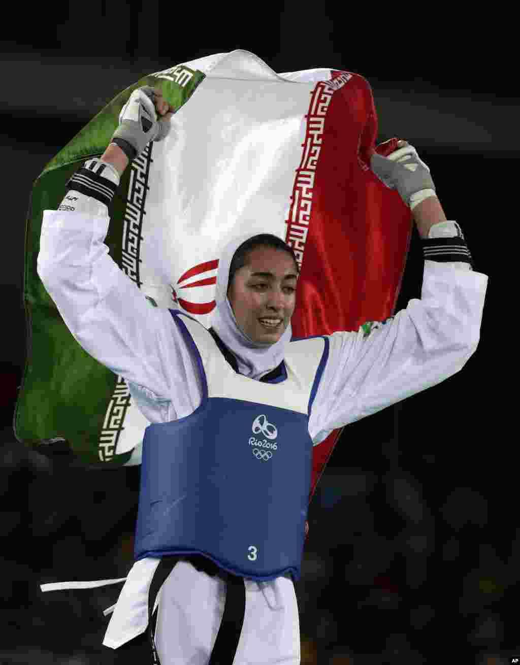 او اولین زن تاریخ ورزش ایران شد که مدالی در المپیک کسب می کند.