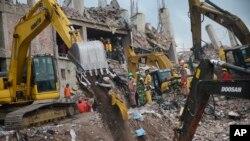Cảnh sát cho biết các công nhân đã đưa thêm các thi thể ra khỏi đống đổ nát, đưa con số người chết đã được xác nhận lên 705 người.