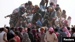 İŞİD-in nəzarətində olan ərazilərdən qaçan İraq qaçqınları və suriyalı məcburi köçkünlər